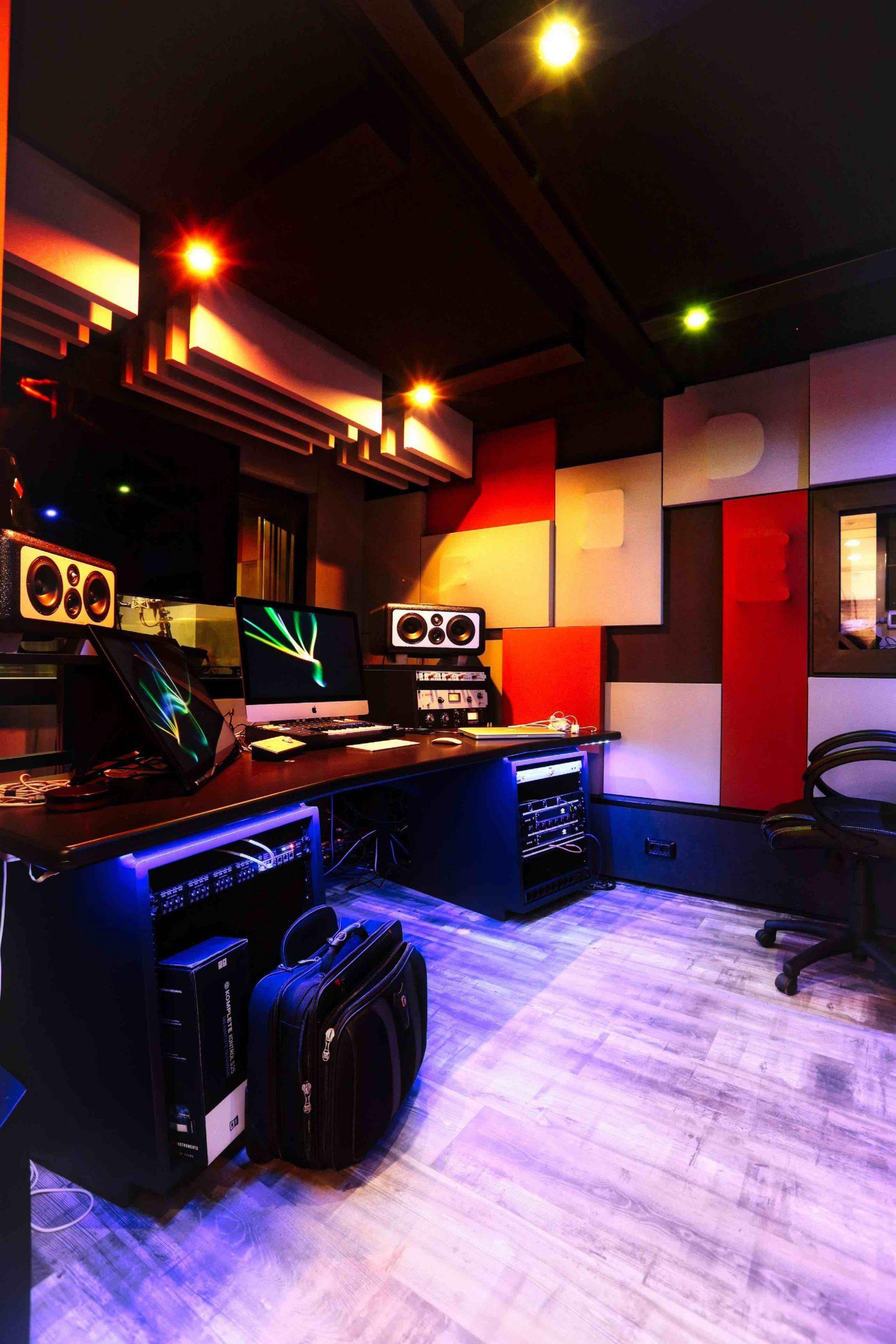 Fedez J-Ax – Newtopia studios